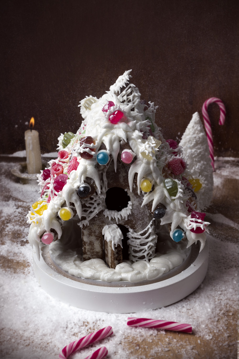 la-maison-de-pain-depices-gingerbread-house-qui-a-vole-les-tartes-studio-de-creation