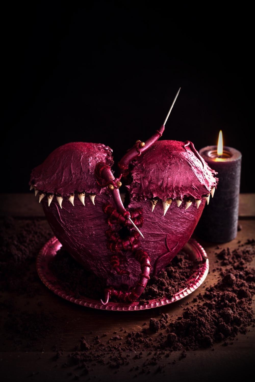 Les vers de cœur - C'est quand vous avez un gros chagrin qui ronge votre cœur... ils s'occupent de le recoudre... Ils font de grosses cicatrices avec leurs grosses aiguilles, mais après le chagrin s'est comme envolé... ©Photographie et stylisme culinaire Qui a volé les tartes ?