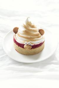 Tartrollette - tarte fraise rhubarbe meringue  ©Photographie et stylisme culinaire Qui a volé les tartes ?