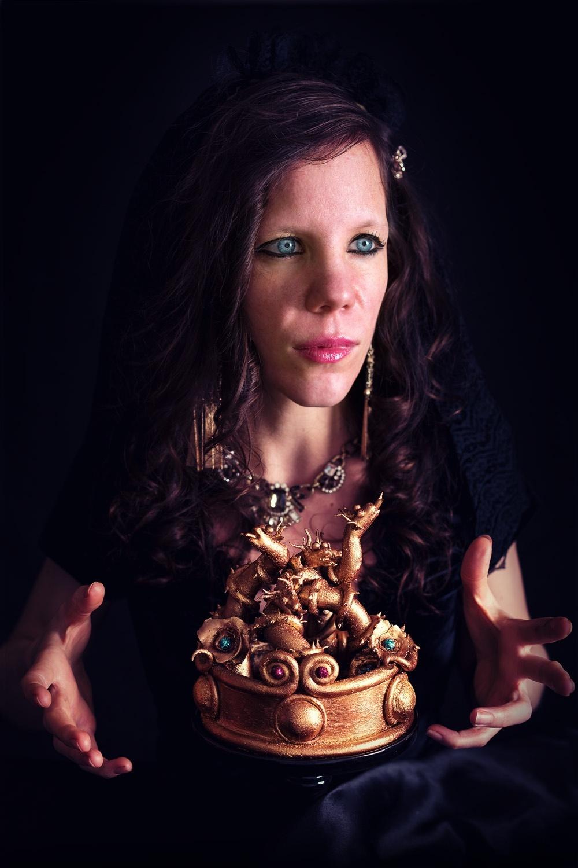 Evil queen - Autoportrait - La chateleine - Studio de creation - Qui a vole les tartes