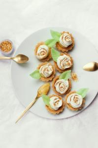 Tartelettes au lemon curd meringuées sans gluten ©Photographie et stylisme culinaire Qui a volé les tartes ?