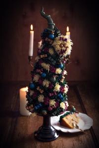 Le sapin de Noël - quatre quarts citron, bergamote & éclats de pralin caramélisés, ganache montée gianduja & crème au beurre praliné  ©Photographie et stylisme culinaire Qui a volé les tartes ?