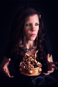 Evil queen - Autoportrait - La chateleine - Mélanie Launay ©Photographie et stylisme culinaire Qui a volé les tartes ?