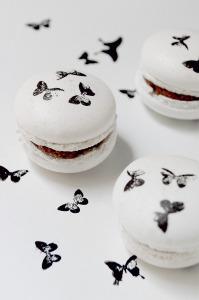 Macarons illustrés papillons  © Création - Qui a volé les tartes © Stylisme - La Châteleine