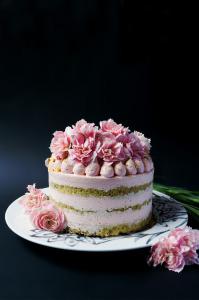 Naked cake pistache & marshmallows sans gluten ©Photographie et stylisme culinaire Qui a volé les tartes ?