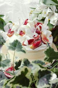 Naked cake chocolat blanc, citron & figues ©Photographie et stylisme culinaire Qui a volé les tartes ?