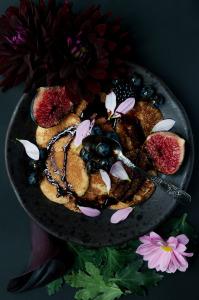 Pancakes sans gluten au sirop de sucre noir  ©Photographie et stylisme culinaire Qui a volé les tartes ?