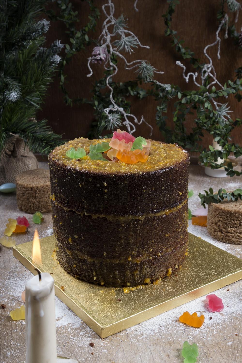 pinata-cake-montage-qui-a-vole-les-tartes-pour-feerie-cake-studio-de-creation-3