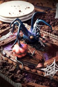Spooky and spider coffin cake façon number cake -  pâte sucrée miel et mélasse, ganache montée chocolat et gelée à la courge ©Photographie et stylisme culinaire Qui a volé les tartes ?